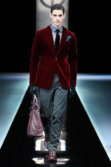 Spezzato con giacca in velluto Giorgio Armani (font La Presse)
